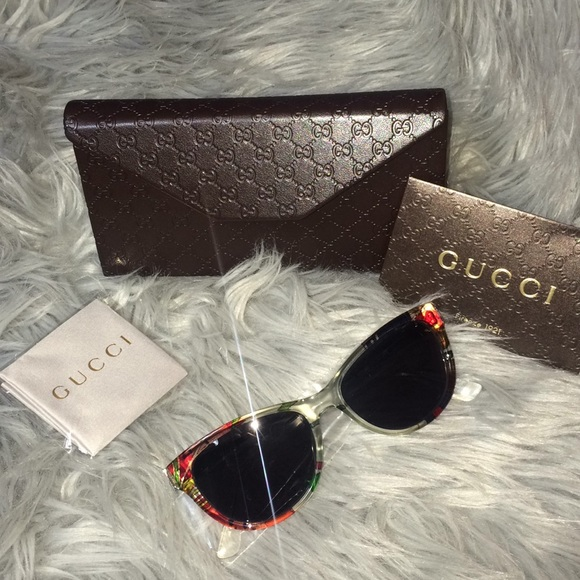 8acb4de00046f Gucci sunglasses 55mm butterfly - floral new NWT
